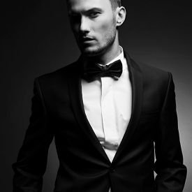 portrait_handsome_stylish_man_elegant_black_suit_n854v621x39_th